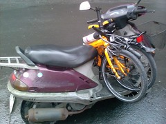 Transporting the Dahon on my motorbike