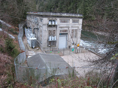 Visiting Snoqualmie Falls - Hydropower station (gserafini) Tags: wa snoqualmiefalls powerstation hydropower