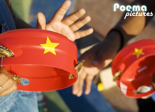 Brinquedos com Material Reciclado, por Zio  Ribeiro. por Poema Pictures.