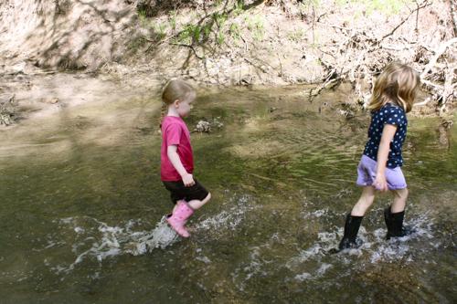 wade in the water children