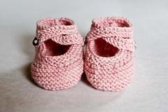 pink booties (Sarah Galasko) Tags: pink blue baby knitting booties jitterbug babybooties colinette sockyarn saartje babypresent colinettejitterbug ravelry saartjesbooties babypressie apr20102010april