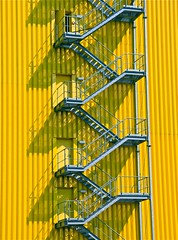 (1116) Rostock Hafen / Staircase (unicorn 81) Tags: detail yellow architecture stairs port germany geotagged deutschland colorful harbour staircase architektur colourful hafen rostock hafengeburtstag norddeutschland northerngermany berseehafen photo10011500 hafenjubilum overseasportofrostock
