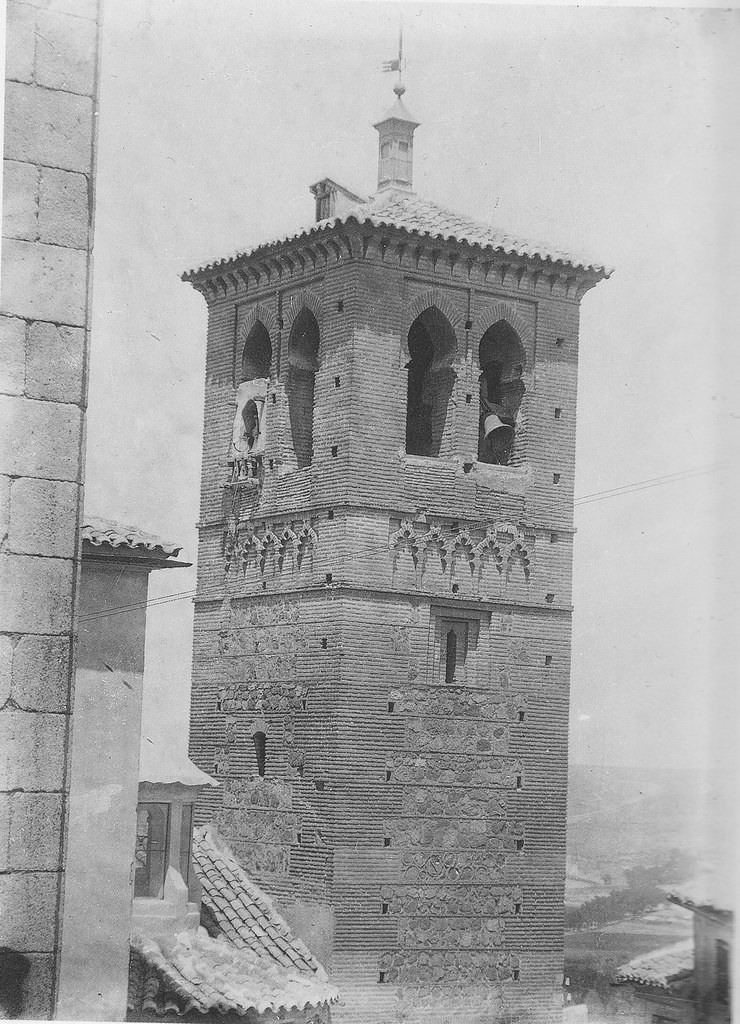 Torre de la Iglesia de Santa Leocadia a inicios del siglo XX