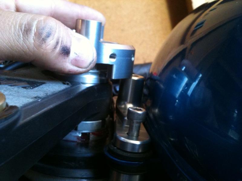 Scotts damper on sv650 w/gsxr front end | 13x Forums