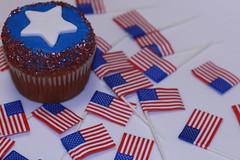 Patriotic Memorial Day and 4th of July Cupcakes (cushycakes) Tags: blue red white cake star cupcakes baking yummy memorial day stripes july patriotic banana flags caramel cupcake sprinkles marshmallow sweets 4thofjuly sparkling fondant cushycakes