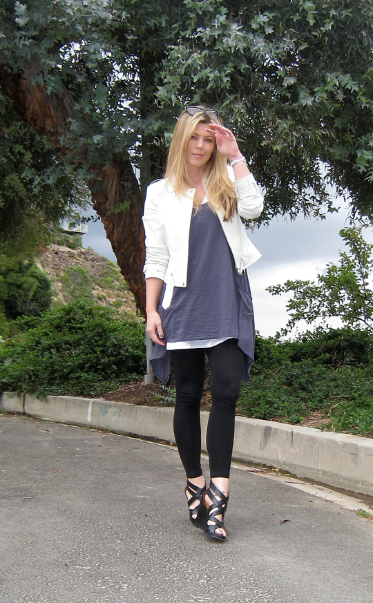 leggings+t-shirt dress+tunic+white leather jacket+pour la victoire wedges+trees+beverly glen