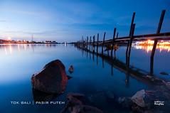 Keheningan Di Dini Hari (nGkU Li) Tags: seascape nature sunrise nikon malaysia slowshutter kelantan d90 pasirputeh ngkuli