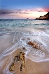 de nuevo en cala ximo (natalia martinez) Tags: sunset azul atardecer mar agua playa arena isla aguas rocas benidorm canon40d nataliamartinez ostrellina sedosas
