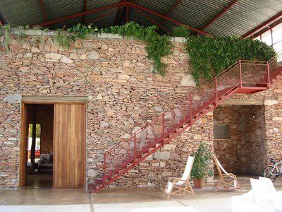 parede revestida com pedra