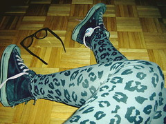 (miss lerda.) Tags: fashion glasses hipster tights leopard converse leopardprint chucks nerdglasses leggins