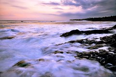 find peace (Dyahniar Labenski) Tags: sunset bali beach nikon d90 1024mm pererenan seasceape