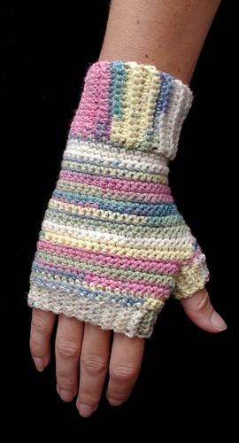 Crochet Fingerless Gloves Picture Tutorial : right