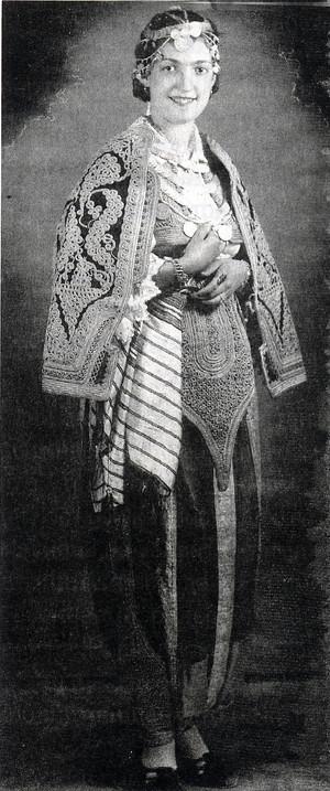 Девојка во тетовска староградска носија