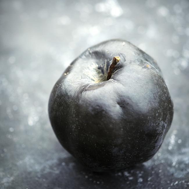 svart äpple
