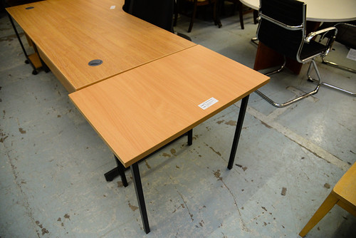 Ex demo tables with various finishes black metal frame 800x500 E60