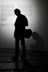 Paramètres (Gerard Hermand) Tags: 1706178914 gerardhermand france paris canon eos5dmarkii formatportrait palaisdetokyo musée museum homme man photographe photographer ombre shadow