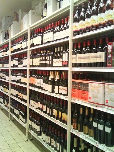 Leader Price Vino Aisle