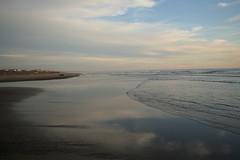 riflesso e rifletto (Ai Lund) Tags: roma eos 350d mare cielo riflesso cieloromano
