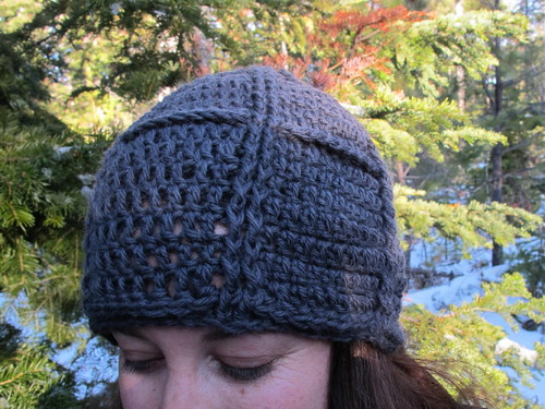 Details on Bella hat