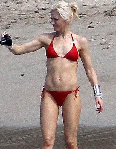 Gwen_Stefani_sexy_in_Bikini_Beach_St_Barth-002.jpg