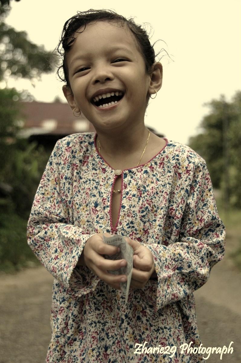 Qistina Gadis Kecil YG Photogenic