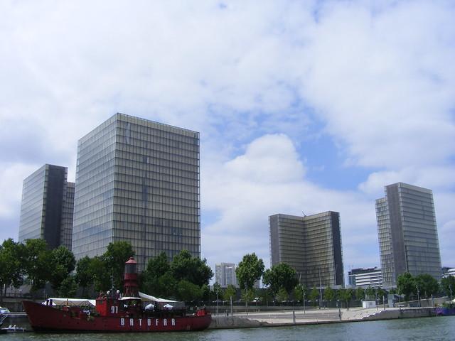 Bibliothèque François Mitterrand, Batofar, Paris