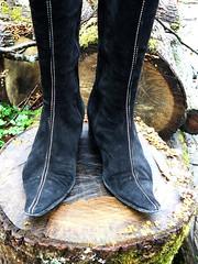 cette fois-ci, de pied .... (Marie-Hélène Cingal) Tags: wood selfportrait france southwest autoportrait boots 40 klaus bois bottes tempête landes sudouest aquitaine cagnotte paysdorthe