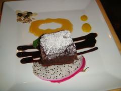 Pastel de Chocolate con salsa de caramelo