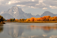 Oxbow Bend (bhophotos - not for much longer) Tags: travel autumn trees mountains reflection nature colors clouds landscape geotagged nikon day cloudy explore snakeriver aspens wyoming tetons frontpage geotag grandtetonnationalpark d300 cloudyday oxbowbend mtmoran 2470mmf28g regionwide geo:lat=43866222 geo:lon=110549098 bruceoakley