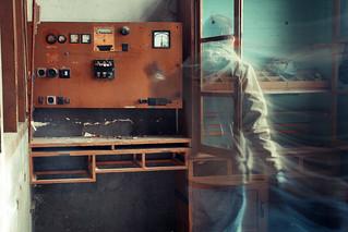 cavernes de l'era industrial amb fantasma i filtre blau inclòs