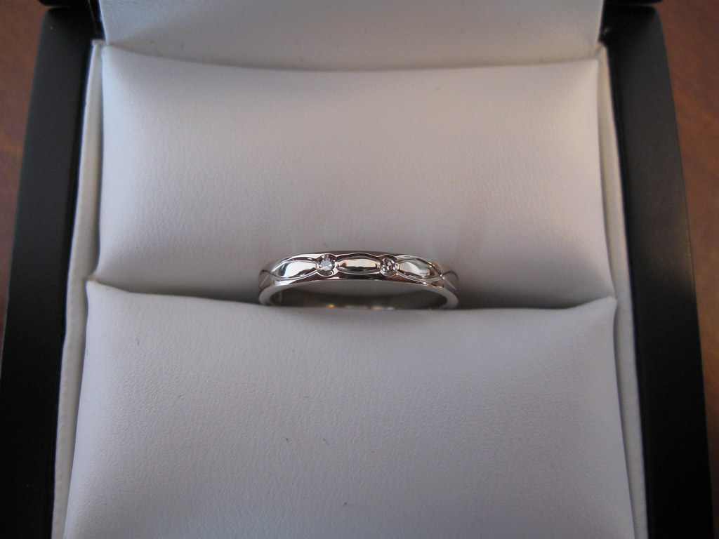 Ladies 18ct white gold engraved wedding band with 2 diamonds