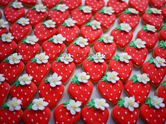 strawberries (JILL's Sugar Collection) Tags: food cookies strawberry decoration sugar icing piping picnik foodcolor royalicing sugarcraft