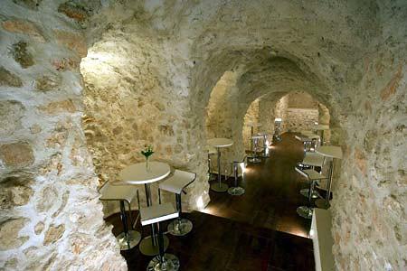 cueva - bar