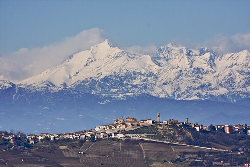 Montelupo Albese (in a sunny day) (by storvandre)