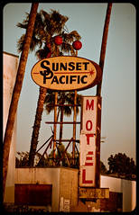 Sunset Pacific Motel (TooMuchFire) Tags: signs typography losangeles rusty silverlake signage crusty dereliction rundown motels lightroom oldsigns batesmotel oldmotels canon30d plasticsigns motelsigns sunsetpacificmotel