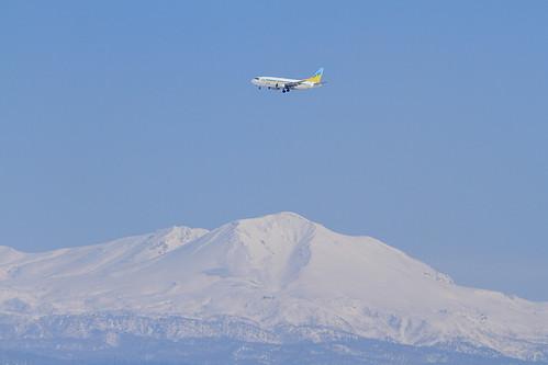 AirDo's B737-500 with Mt. Daisetsu