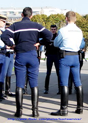 IMG_6574 ID (bootsservice) Tags: paris army spurs uniform boots uniforms garde cavalry bottes motard arme uniforme gendarme equitation breeches gendarmerie cavalerie uniformes ridingboots republicaine eperons
