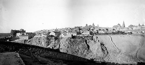 Vista General de Toledo en 1899 desde el Cerro de la Ermita de la Cabeza. Fotografías de Petit montadas por cortesía de José María Moreno