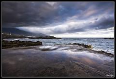 Dias de tormenta. (David Bjar) Tags: santacruz david mar cielo nubes tormenta lapalma olas piedras bjar verdin espigon guararire