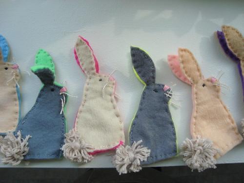 little felt bunny finger puppets
