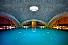 (deNNis-grafiX.com) Tags: berlin water architecture concrete illumination swimmingpool architektur spa liquidrom wellness tempodrom schwimmbad