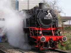 Dampflokomotive DB 64 518 in Kerzers , Kanton Freiburg , Schweiz (chrchr_75) Tags: hurni christoph schweiz suisse switzerland svizzera suissa swiss kanton freiburg fribourg kerzers streckebn bern neuenburg neuchâtel lötschbergbahn fernsteuerzentrum bümpliz nord dampflok dampflokomotive baureihe 64 518 whisky train whiskytrain wasserfassen lok lokomotive bahn eisenbahn steam engine chrchr chrchr75 chrigu chriguhurni 1004 dampfmaschine locomotora vapor паровоз vapeur vapore 蒸気機関車 stoomlocomotief bahnhofkerzers gare trainstation albumdampflokomotiveninderschweiz chriguhurnibluemailch hurni100417 deutsche db