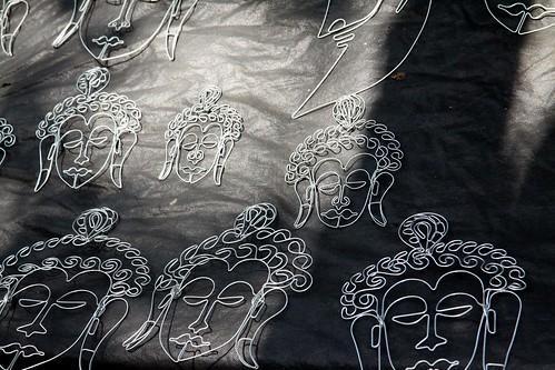 Low 2010-04-20 Mumbai 01 Downtown 02 Wire Art