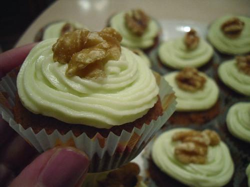 Banana and Walnut cupcake1