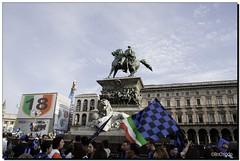 G-Inter Scudetto 18 - Milano 03 (R) Tags: milano duomo 18 festa calcio inter bandiere fcinternazionale scudetto campioni campionato nerazzurri interisti