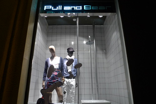 Vitrine Pull and Bear - Citadium - Paris, mai 2010