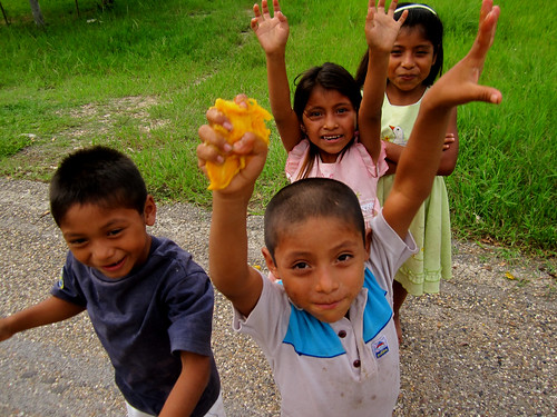 Frontera Corozal 02 - Children during a wait for the next bus