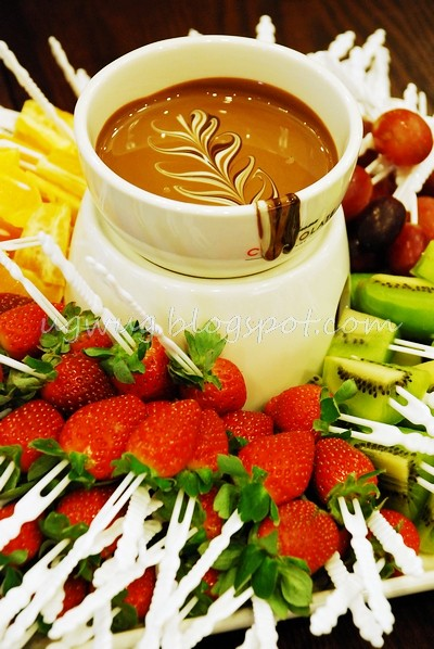 Chocolate Affair - Chocolate Fondue with 4 seasonal fruit varieties