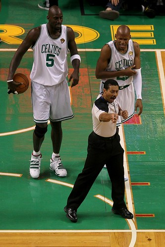 the refs help the lakers beat the celtics