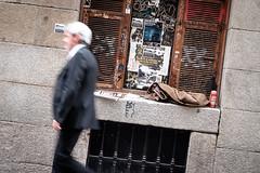 (fernando_gm) Tags: callejera calle colour color city ciudad madrid street spain airelibre movimiento movement blur fujifilm fuji f14 35mm españa man people person persona hombre human humano